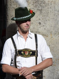 Holländischer Mann im traditionellen Kleid während Oktoberfest Stockbild