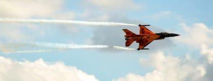 Holländsk falk för stridighet F-16 i special orange livré Royaltyfri Bild