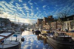 Holländsk kanal i vinter Arkivfoto