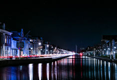 Holländsk kanal vid natt arkivbilder