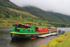 Holländsk pråm som förtöjas på den skotska kanalen Royaltyfri Fotografi