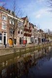 holländsk townsikt för kanal Arkivfoton