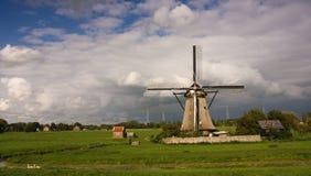 Holländsk väderkvarn i kinderdijk Royaltyfria Foton