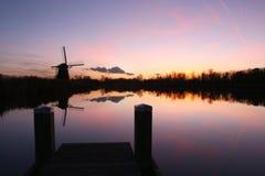 Holländsk windmill på solnedgången Royaltyfria Bilder