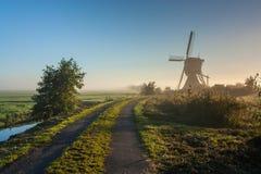 Holländsk windmill på soluppgången Arkivbilder