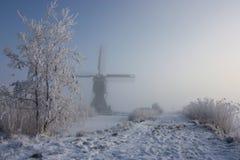 Holländsk winterlandscape med väderkvarnen Arkivbilder