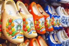 Holländska traditionella skor med målningar Arkivfoton