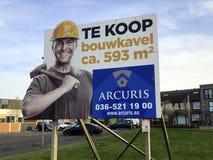 Holländskt affischtavlatecken som annonserar för en byggandetäppa royaltyfri fotografi