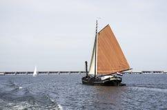 holländskt seglingskepp ont honom haringvliet arkivbilder