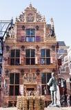 Holländskt tidigare guld- kontor i den Groningen staden Royaltyfria Bilder
