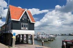 holländskt typisk hamnhus Arkivfoton