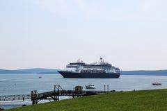 Holland America Cruise Ship Maasdam alla baia del francese nel porto di Antivari, Maine Immagine Stock Libera da Diritti