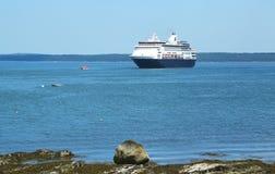 Holland America Cruise Ship Maasdam nel porto di Antivari Immagine Stock Libera da Diritti