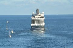 Holland America skeppNieuw Amsterdam avtågande Fort Lauderdale FL Royaltyfria Foton