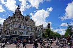 Holland Amsterdam, stadsgatorna med dess typiska slottar Royaltyfri Bild