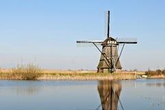 holland młyny meandrują drewnianego Fotografia Stock