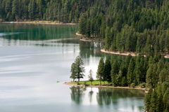 HOLLAND SJÖ, MONTANA/USA - SEPTEMBER 19: Scenisk sikt av sjöH arkivbild