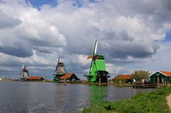 Holland-Windmühlenlandschaft lizenzfreie stockfotografie