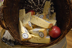 HOLLANDS MAASDAMER乳酪 免版税库存照片