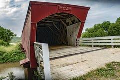 Holliwell bedeckte Steg in Iowa Lizenzfreie Stockfotos