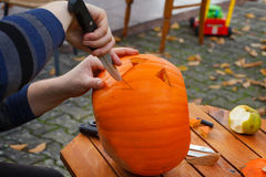 Hollowing out a pumpkin to prepare halloween lantern Royalty Free Stock Photos