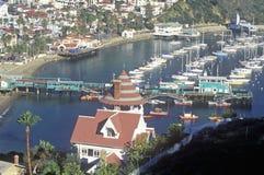 Holly Hill House e Avalon Harbor, Avalon, Catalina Island, Califórnia imagens de stock