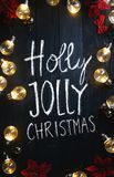 Holly Jolly Christmas Typography Light Bulbs et poinsettia rouge images stock