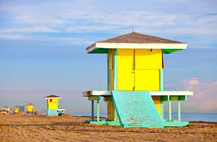 Hollywood Beach Florida, bright yellow lifeguard house Stock Photography