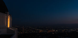 Hollywood bij nacht van Griffith Observatory Royalty-vrije Stock Foto's