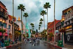 Hollywood boulevard med palmträd på Walt Disney World område royaltyfri bild
