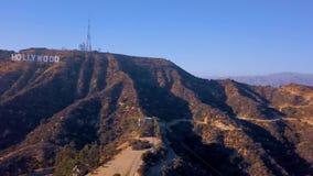 HOLLYWOOD, CALIFORNIA - 24 SETTEMBRE 2018: Vista aerea del segno di fama mondiale di Hollywood del punto di riferimento archivi video