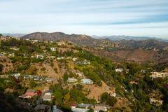 Hollywood Hills und Hollywood-Schriftzug lizenzfreie stockfotos
