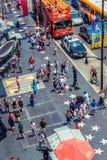 Hollywood/Los Angeles/California/USA - 07 19 2013: Vista da parte superior em lotes dos povos que andam na caminhada do passeio d Imagens de Stock Royalty Free