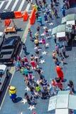 Hollywood/Los Angeles/California/USA - 07 19 2013: Vista da parte superior em lotes dos povos que andam na caminhada do passeio d Imagem de Stock Royalty Free
