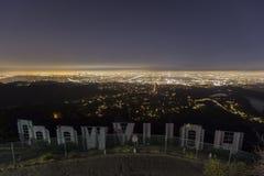 Hollywood-Schriftzug-Nachtleitartikel lizenzfreie stockfotografie