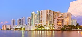 Hollywood strand Florida, byggnader på solnedgången Arkivbild