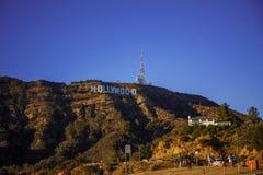 Hollywood tecken med besökare arkivfoton