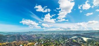 Hollywood tecken med Los Angeles på bakgrunden arkivbilder