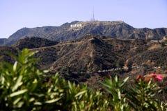 Hollywood-Zeichen auf einem blauen Himmel Lizenzfreie Stockbilder