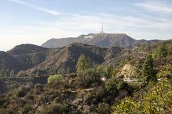 Hollywood-Zeichen auf einem blauen Himmel Stockbild