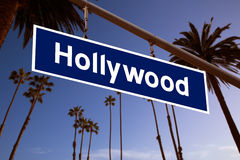 Hollywood-Zeichenillustration über LA Palmen Stockbild