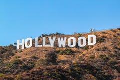 HOLLYWOOD znak na niebieskiego nieba tle Światu sławny punkt zwrotny USA Los Angeles, Kalifornia obrazy stock