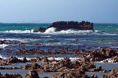 Holme av en stenig kust royaltyfria foton
