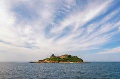 Holme Mamula med det gamla fortet Montenegro royaltyfri foto