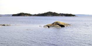 Holme och öar i den Stockholm skärgården Arkivfoto