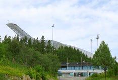 Holmenkollbakken, um grande monte do salto de esqui situado em Holmenkollen em Oslo, Noruega foto de stock royalty free