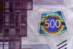 Holograma em umas cinco cem cédulas dos euro Imagem de Stock
