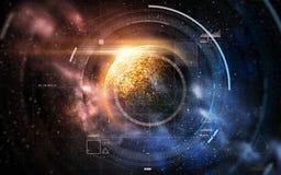 Hologramm über Planeten und Sternen im Raum Stockfoto