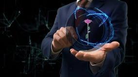 Hologrammet 3d för affärsmanshowbegreppet steg på hans hand lager videofilmer