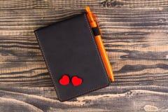 Holowniczy czerwony serce i notatnik Zdjęcie Royalty Free